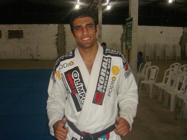 Aprenda uma das raspagens preferidas do Jiu-Jitsu de Leandro Lo