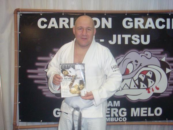 Vídeo: Jiu-Jitsu, macetes, defesa do norte-sul e as lições de vida de Carlson Gracie Jr
