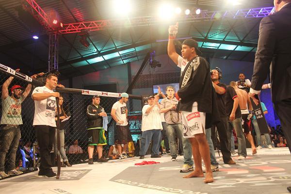 Durinho brilha no MMA, mas não abandona o Jiu-Jitsu