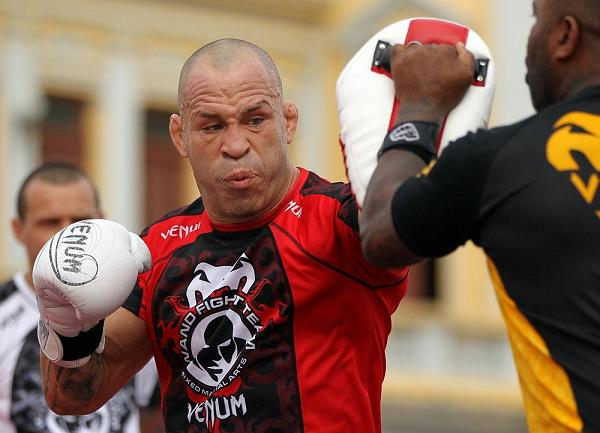 Video: Wanderlei Silva says Chael Sonnen is a 'lower-level fighter,' calls him 'a fool'