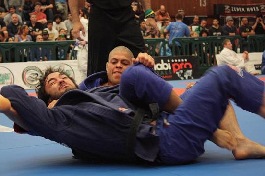 André Galvão com mais um pescoço capturado, na seletiva para Abu Dhabi. Foto: Arquivos GRACIEMAG