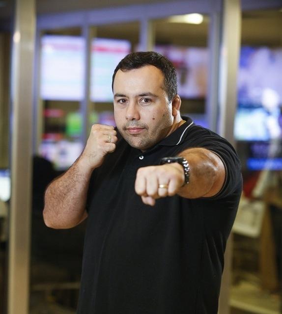 Artur Mariano, comentarista de MMA, em foto de Fabricio Mota.