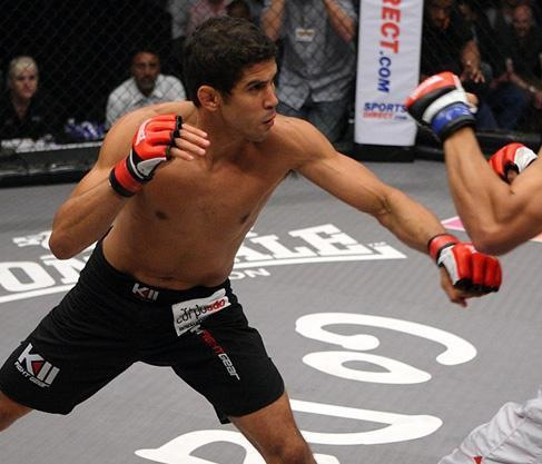 Léo Santos's quick and smooth finish on MMA return