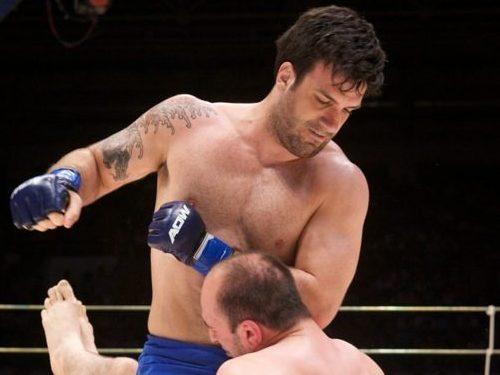 Rolles Gracie em ação no MMA. Foto: Arquivos GRACIEMAG