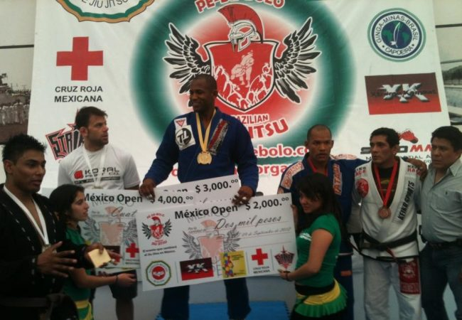 Three matches, three tapouts: watch Fernando Tererê's return in Mexico