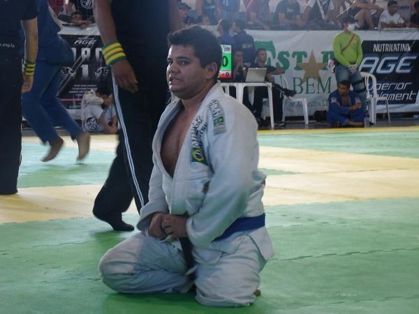 Campeão de superação, faixa-azul luta sem uma das pernas em Fortaleza