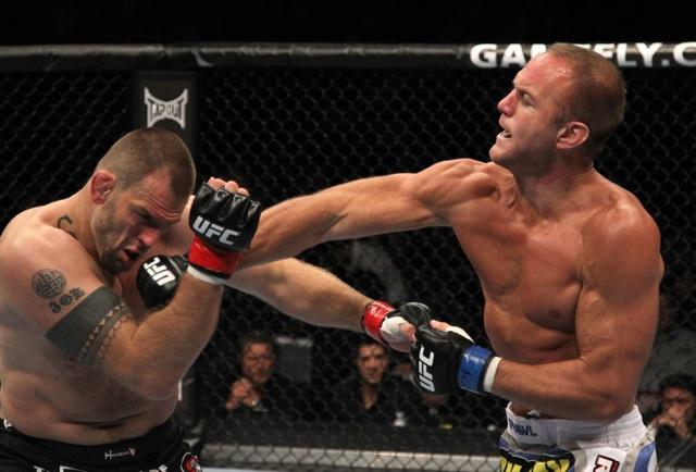 """Após vitórias sobre feras como Jon Olav Einemo, no UFC 131, Herman passou a crer cada vez mais que """"o Jiu-Jitsu não funciona"""" no UFC. Foto: Josh Hedges/Zuffa"""