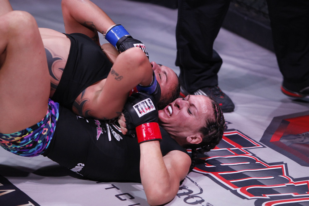 Cat Zingano wins by RNC and is still undefeated in MMA