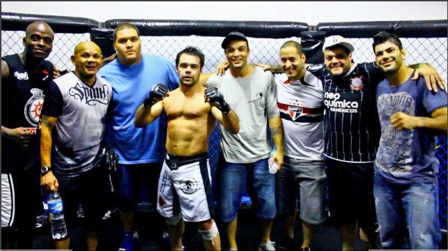 Celsinho Venicius finaliza no MMA em SP