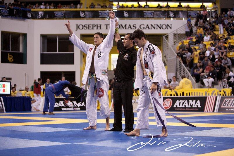 Felipe Preguiça comemora vitória sobre Miayo, no mundial de 2011