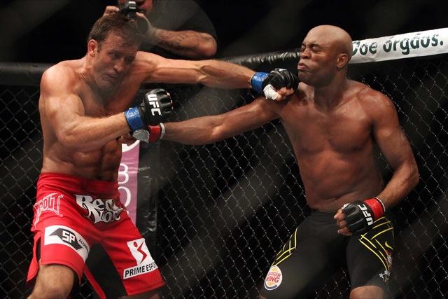 Anderson Silva contra Stephan Bonnar no UFC Rio. Foto: inovafoto/UFC/Divulgação