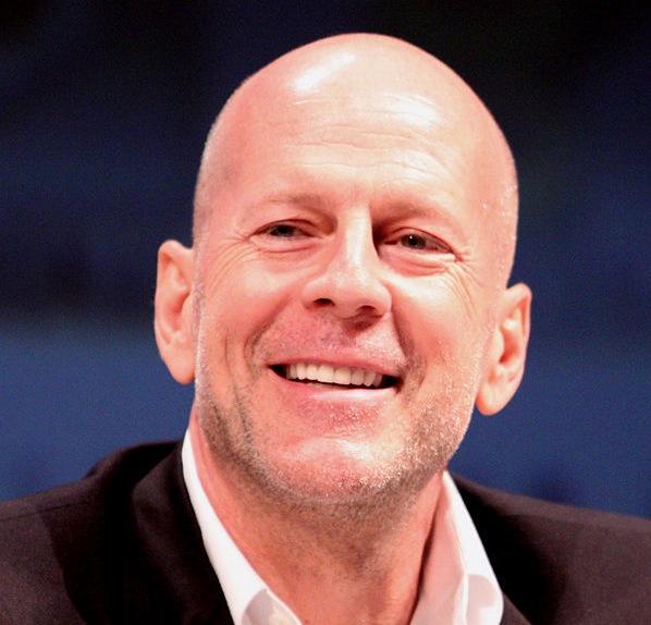 """Bruce Willis: sem misericórdia na chave de braço no filme """"RED"""". Foto: Gage Skidmore/Divulgação"""