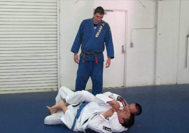 Aprenda um jeito simples de pegar as costas e finalizar!