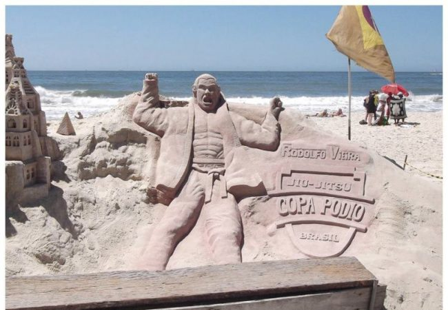 Copa Pódio: Rodolfo Vieira statue in Copacabana under threat