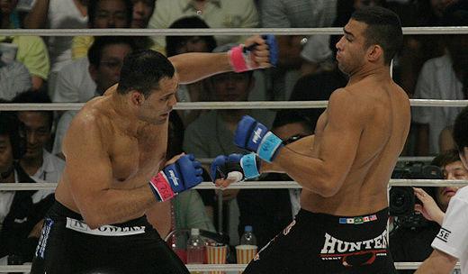 Rodrigo Minotauro e Fabricio Werdum em duelo pelo Pride, em 2006. Foto:Divulgação
