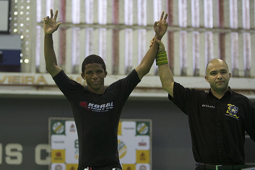 Brazilian No-Gi Nationals champ teaches half-guard sweep