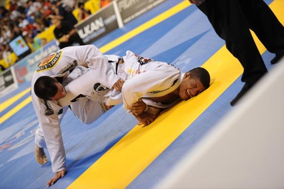 """Durinho elogia Lo, mas cutuca: """"É o cara a ser batido, mas não é invencível"""""""
