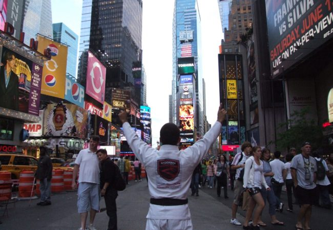 Finalize na omoplata com o campeão mundial master Vitor Shaolin