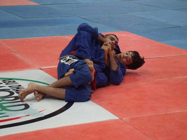 The hard fought battle between Paulo Miyao and Kit Dale at 2012 Asian Open
