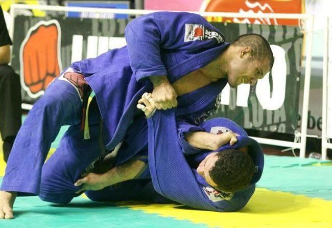 Rodolfo Vieira ensina você a passar a meia-guarda de qualquer um