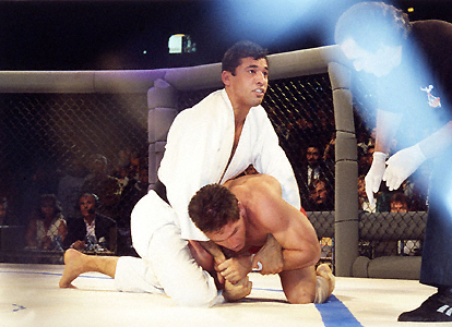 Vídeo: A revanche de Royce Gracie e Ken Shamrock na mais longa luta do UFC