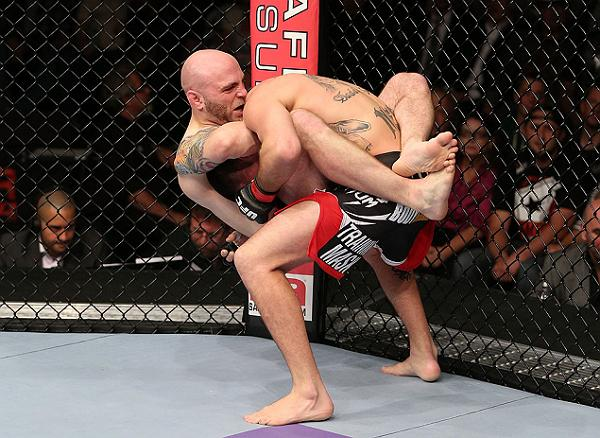 O Jiu-Jitsu que funciona no UFC: a guilhotina de Justin Edwards em Josh Neer