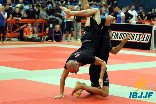 As fotos do Jiu-Jitsu acrobático no Europeu Sem Kimono