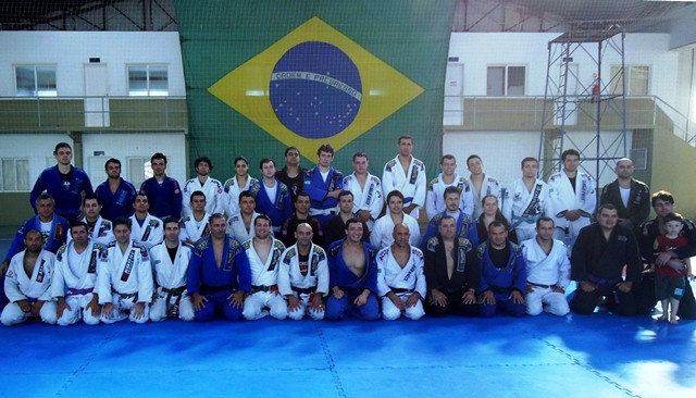 Léo Nogueira com a galera da Alliance no seu seminário na Base Áerea, em Léo Nogueira com a galera da Alliance no seu seminário, em Florianópolis. Foto: Alliance/Divulgação