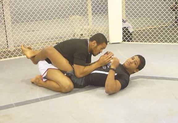 Gilbert Durinho ensina a se proteger das cotoveladas de Jon Jones e cia no UFC e no MMA. Foto GRACIEMAG
