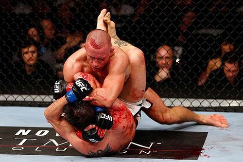 GSP e Calros Condit travaram um grande duelo pela disputa do cinturão, no UFC 154. Foto: Josh Hedges/UFC