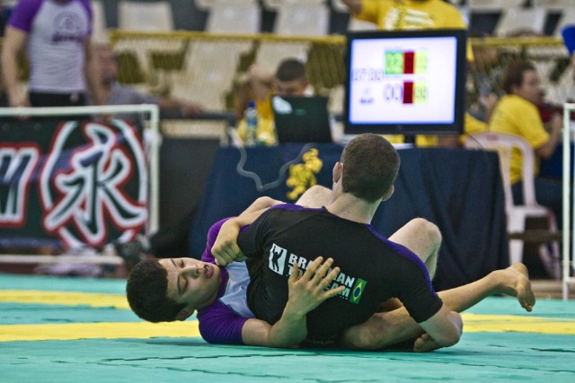 Monday in Motion: watch João Miyao and his no-gi RNC