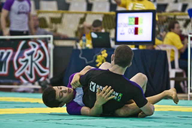 O faixa-roxa peso-pluma João Miyao: uma medalha de ouro e outra de prata no Brasileiro Sem Kimono 2012