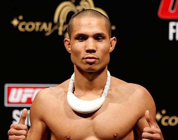 Reveja o estrangulamento premiado do faixa-preta Jon Tuck no UFC Manila