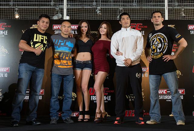Dong Hyuan Kim, de branco, com Rich Franklin, Cung Le e Zhang, antes do UFC de Macau. Foto: UFC/Divulgação