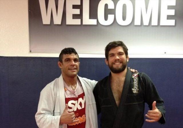 Os faixas pretas de Jiu Jitsu Vitor Belfort e Robert Drysdale de kimono em Vegas
