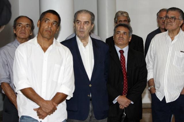 Pedro Valente ao lado de Rickson Gracie e Helio Vigio em festa para Helio Gracie no Rio Foto Gustavo Aragao