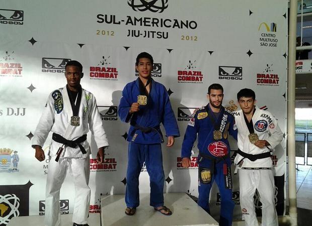 Campeões sul-americanos comentam conquista e trocam figurinhas