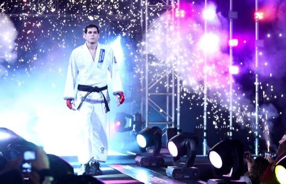 Roger chega ao Rio semana que vem para treinos com Minotauro