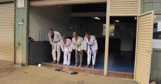 Surfe, bíquinis e Jiu-Jitsu no Havaí, com Alana Blanchard