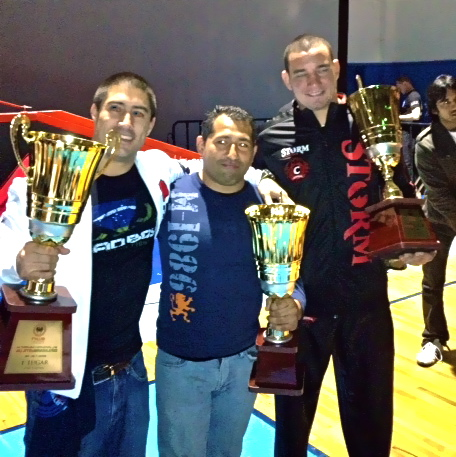 Delgado (center) with Comprido (right) and the 1st place trophy
