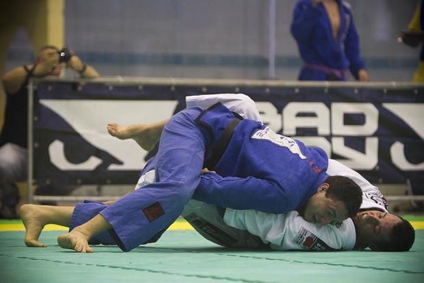 South Americans: Léo Nogueira Explains Forearm Choke on Guto Campos in Absolute