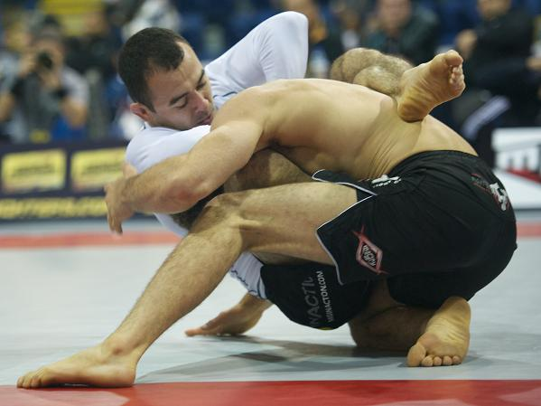 Learn from the no-gi session between Marcelinho and Bê Faria