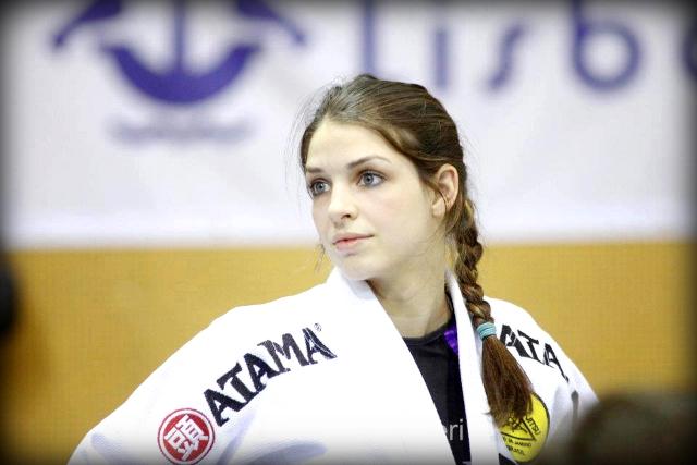 Vídeo: Veja como Mackenzie Dern usou a guarda contra o judoca japonês