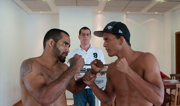 Giovanni Diniz e Jadson Costa na pesagem do WOCS 22. Foto: Welington Borges/Divulgação