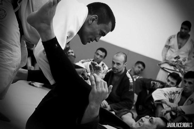 Jiu-Jitsu e berimbau num seminário de Cobrinha, na escola de Português