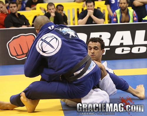 Rominho Barral raspa André Galvão na final da categoria, no IBJJ Pro League. Foto: Ivan Trindade/GRACIEMAG