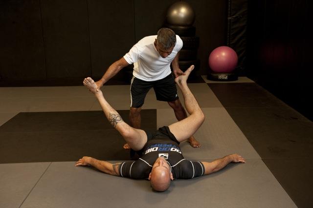 Como você aquece e se prepara antes do treino de Jiu-Jitsu? Alongue ao ar livre