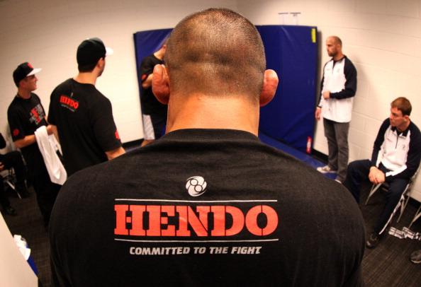 Dan Henderson com a sua equipe. Foto: Mike Roach / Zuffa LLC via Getty Images