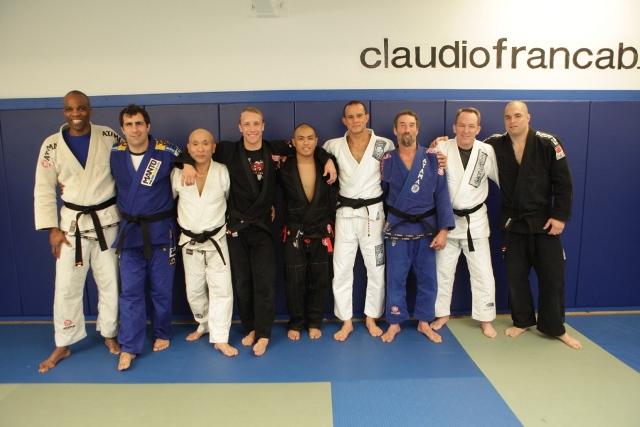 Da esquerda para diereita, o professor Claudio França é o sexto. Foto: Daniel Carettoni