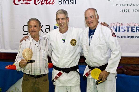 Zé Beleza, no centro, com Robson Gracie e Marcelo Itagiba. Foto: Gustavo Aragão/GRACIEMAG